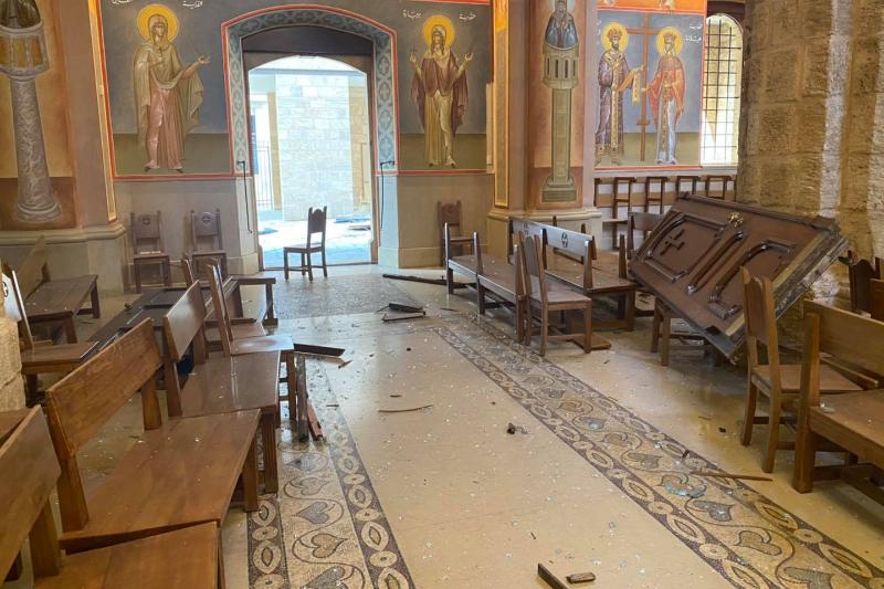 扉が吹き飛んだ聖ゲオルギオス大聖堂内の様子(写真:同大聖堂のフェイスブックより)