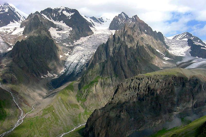 コーカサス山脈(写真:Paata)