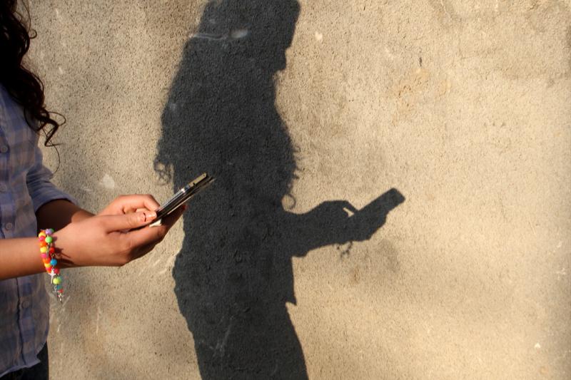 キリスト教信仰に敵対的な中東の国々では、ソーシャルメディアを活用した宣教が行われている。(写真:オープンドアーズ英国・アイルランド支部)