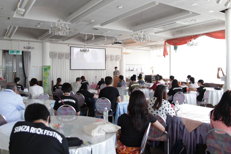 分科会1「教会人数を増やすリーダーシップ」の様子=12日、ライブチャーチ寸座(静岡県浜松市)で