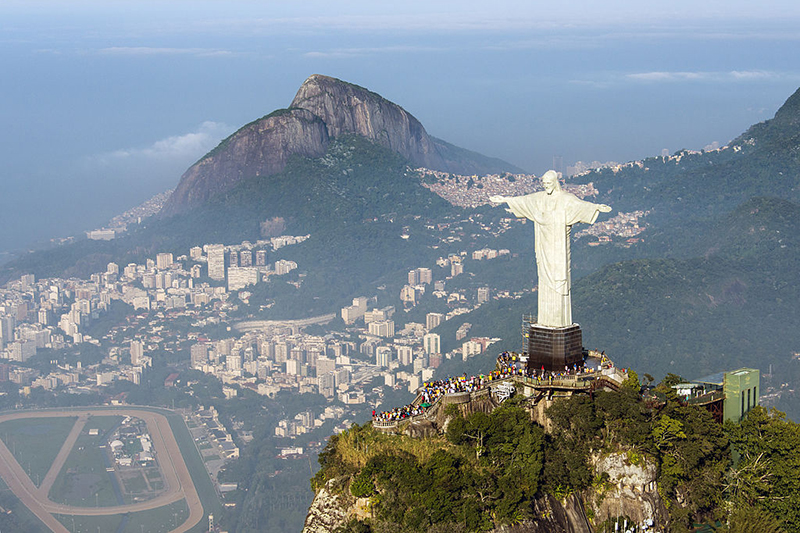 ブラジルのリオデジャネイロにあるコルコバードのキリスト像(写真:Chensiyuan)