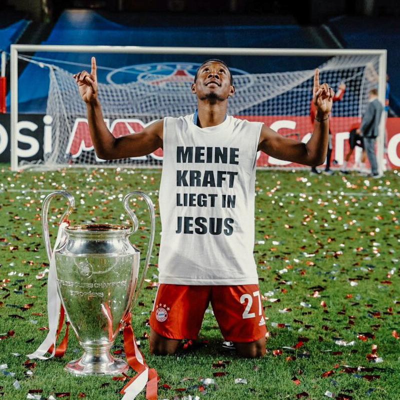 ドイツ語で「私の力はイエスにある」と書かれたシャツを着たダビド・アラバ(写真:アラバのツイッターより)
