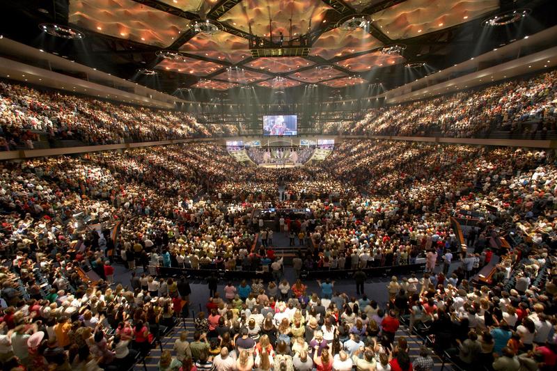 レイクウッド教会(米テキサス州ヒューストン)の礼拝の様子=2013年(写真:ToBeDaniel)