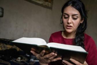 戦争地帯でイエスと出会う イスラム教から改宗したシリア人女性の証し