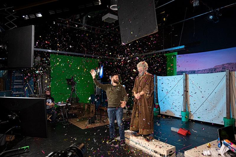 アメリカ手話訳聖書の最後の収録を記念して祝うスタジオ=6月21日(写真:デフ・ミッションズのフェイスブックより)