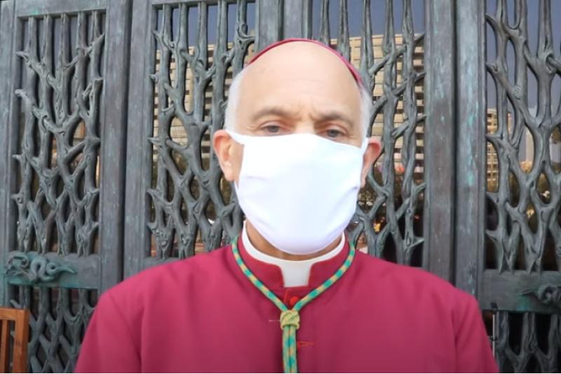 抗議イベント「自由なミサを」で語るサンフランシスコ大司教区のサルバトーレ・コルディレオーネ大司教(画像:ユーチューブより)
