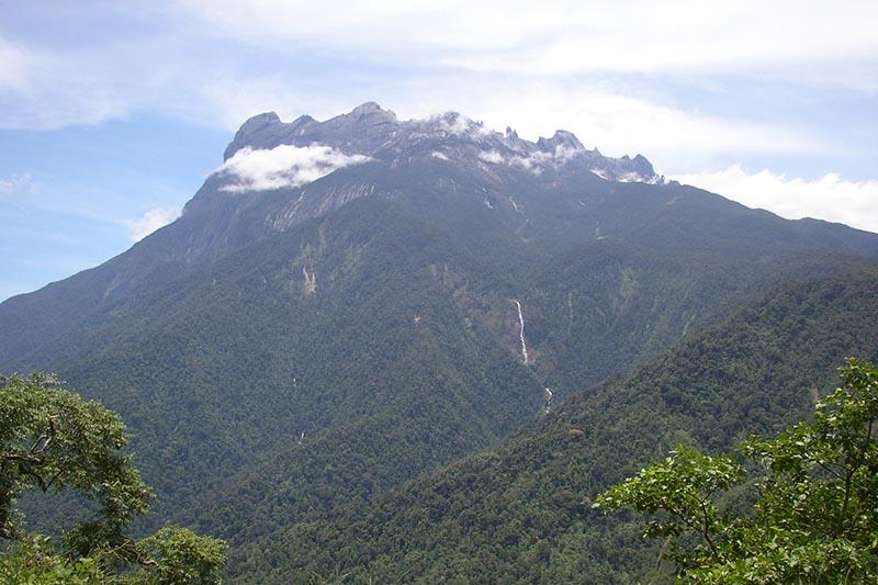 ボルネオ島北部のキナバル山(写真:NepGrower)