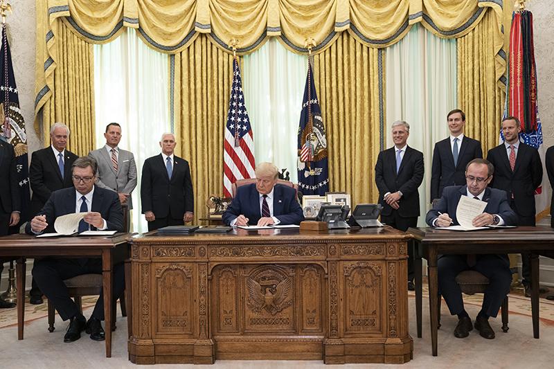 トランプ米大統領は9月4日、セルビアとコソボの両首脳と会談した(写真:ホワイトハウス)