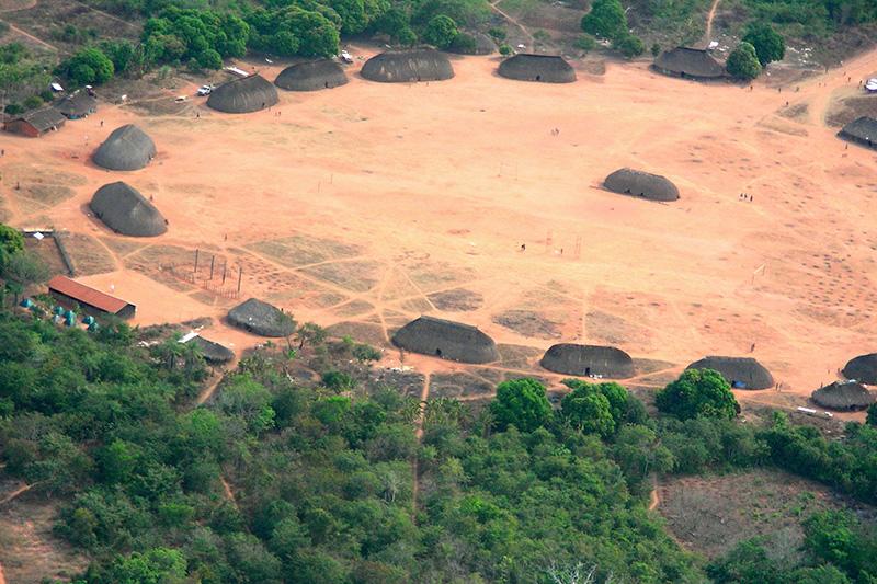 ブラジルの先住少数民族の集落(写真:Pedro Biondi / ABr)