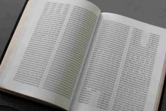 全単語をアルファベット順に並べ替えた聖書 「バイブル・ザ」出版