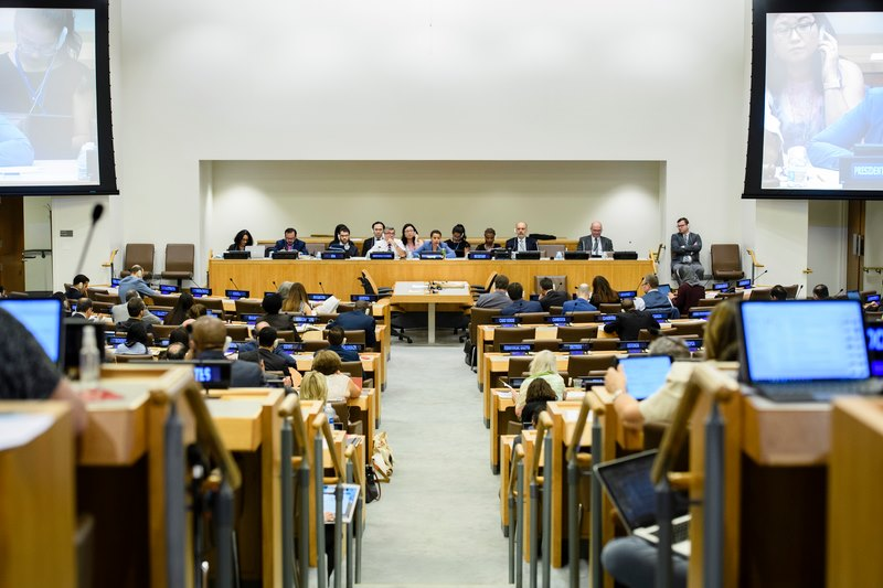 米ニューヨークの国連本部で開催された核兵器禁止条約の第2回制定交渉会議。同条約は会議最終日に賛成122票、反対1票、棄権1票の賛成多数で採択された=2017年7月5日(写真:UN Photo / Manuel Elias)
