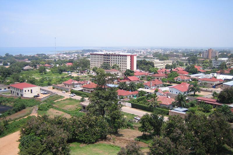 ブルンジの経済首都ブジュンブラの街並み(写真:SteveRwanda)