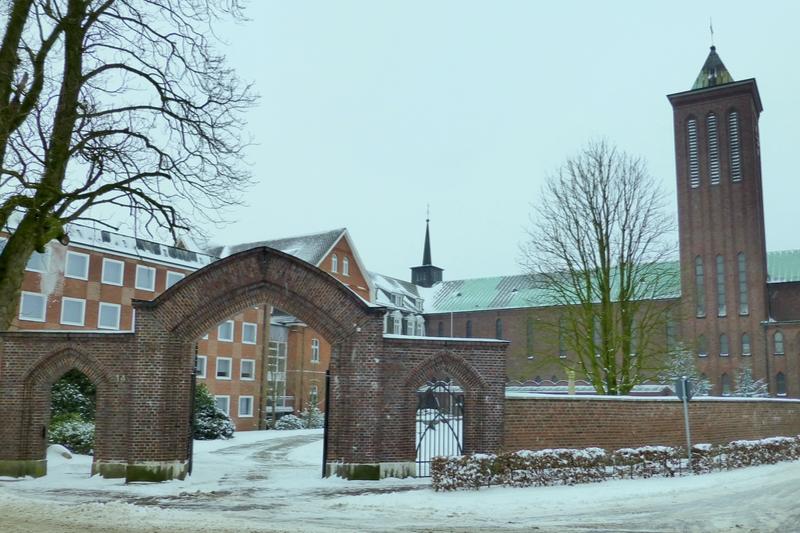 ドイツ北西部ニーダーザクセン州リンゲンのテュイネ村にある「殉教者聖ゲオルギオのフランシスコ修道会」の本部修道院=2013年(写真:Heribert Duling)