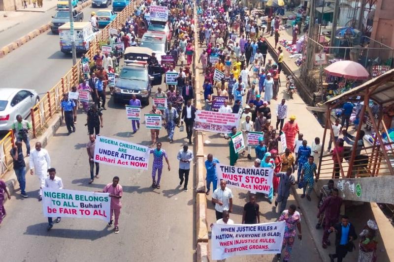 ナイジェリア・キリスト教協会(CAN)の地区議長の牧師がイスラム過激派組織「ボコ・ハラム」に拉致・殺害されたことを受けて行われたデモ行進。ナイジェリア全36州のうち28州で行われ、計500万人が参加したとされている=2020年2月2日(写真:CAN)