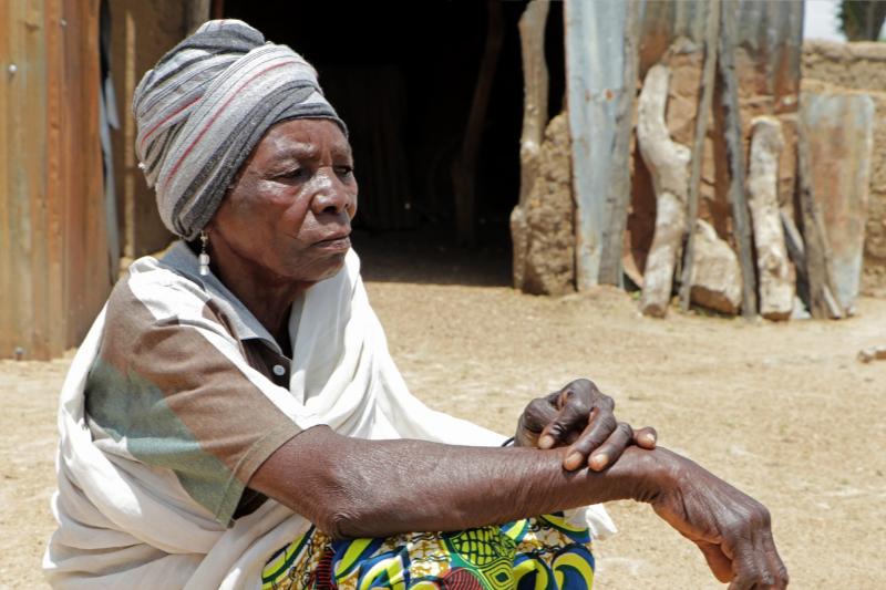 居住していたナイジェリア北部の村が襲撃され未亡人となった女性。現在はキリスト教迫害監視団体「オープン・ドアーズ」が提供する小口融資を受けて生活している。(写真:オープン・ドアーズ)