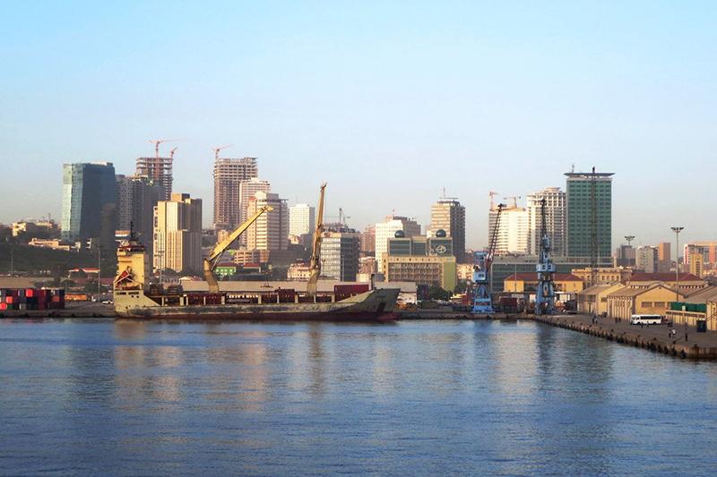 アンゴラの首都ルアンダ(写真:David Stanley)