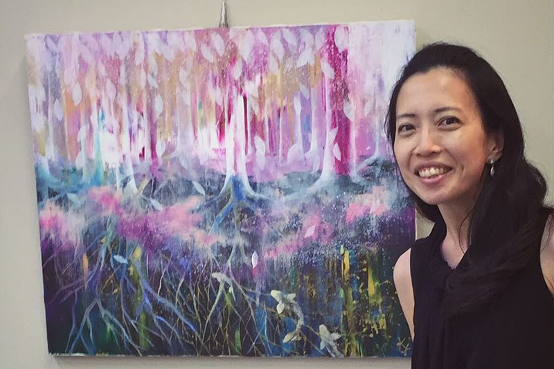 クリスチャン画家の山田桂子さん。作品は昨年9月の芦屋市民絵画展で奨励賞を受賞した「心の海淵」=2020年9月12日(写真:山田桂子さん提供)