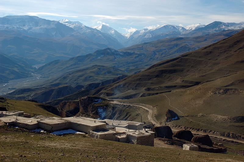 アゼルバイジャン北部のコーカサス山脈(写真:Vago)