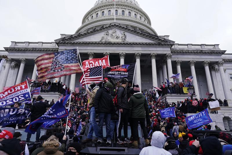 ドナルド・トランプ大統領の支持者らによって占拠された米連邦議会議事堂(写真:Vasilis Asvestas / Shutterstock)