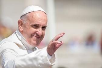 教皇フランシスコの主治医、新型コロナ合併症で死去
