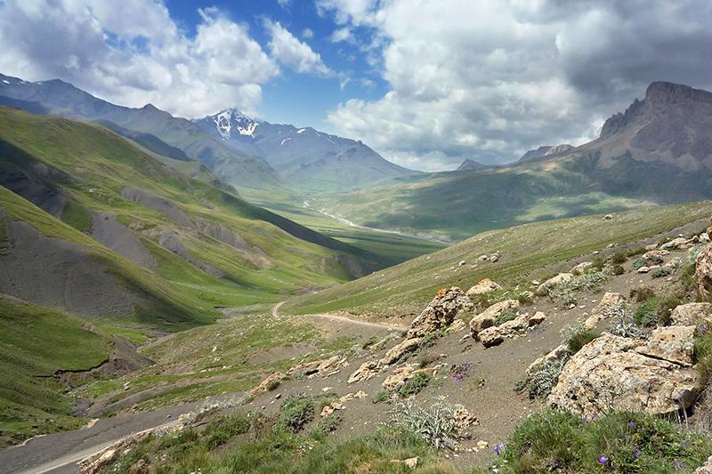 アゼルバイジャン北部の山地(写真:Matthew Hadley)