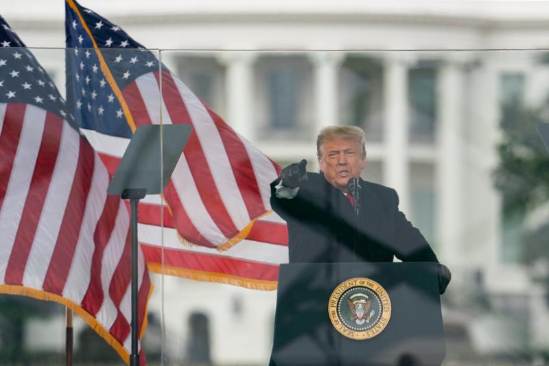 自身の支持者らによる米連邦議会議事堂乱入事件後、暴力を非難し平和を呼び掛けるドナルド・トランプ氏=7日、米首都ワシントンで(写真:Vasilis Asvestas / Shutterstock.com)