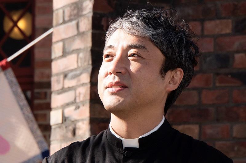 映画「マイ・ダディ」で主人公の牧師役を務める俳優ムロツヨシさん(写真:蔦屋書店)