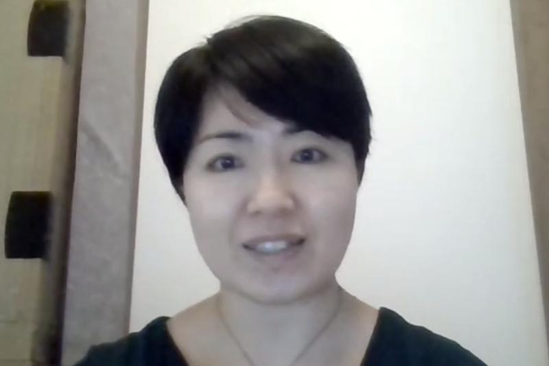 世界宗教者平和会議(WCRP)日本委員会の新春学習会で、タンザニアにおける活動と札幌市内のクラスター発生施設で緊急支援を行った報告をする日本キリスト教海外医療協力会(JOCS)海外派遣ワーカーの雨宮春子さん