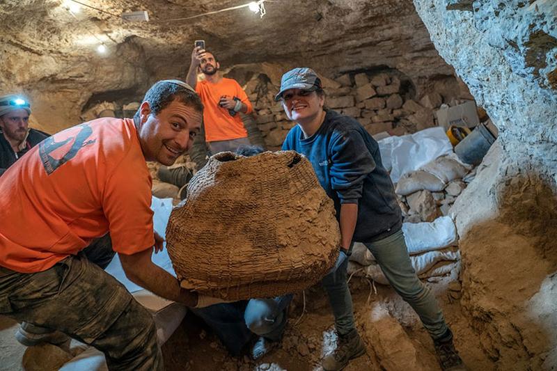 「恐怖の洞窟」で1900年前の聖書断片見つかる 「死海文書」以来約60年ぶりの発見