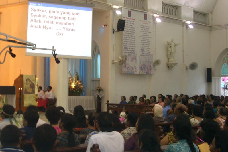 マレーシアのカトリック教会のミサの様子=2009年(写真:Vmenkov)