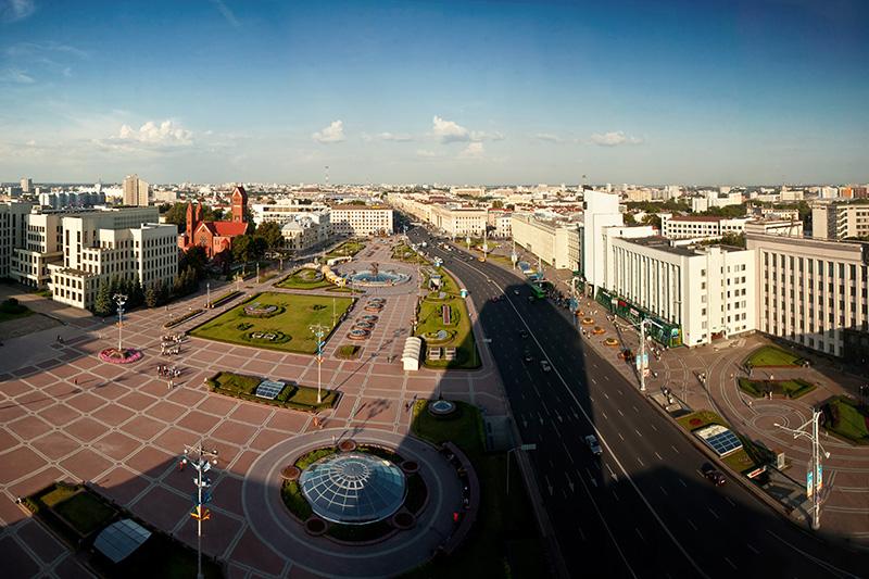 首都ミンスクの独立広場(写真:Zedlik)