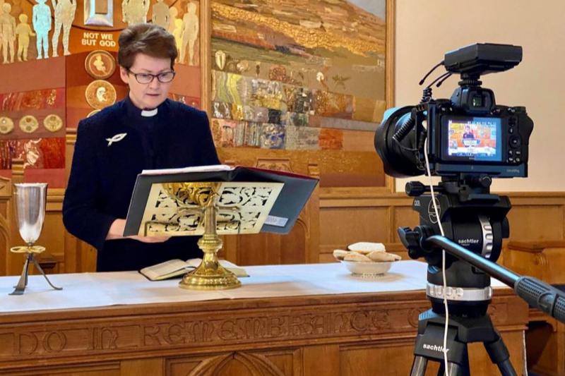 オンライン礼拝への移行が教会外の人々とつながる助けに 英で報告書