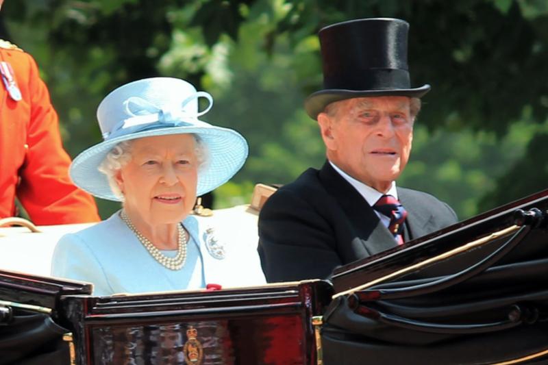 英国のエリザベス女王とフィリップ殿下=2017年6月17日、英ロンドンで(写真:Lorna Roberts / Shutterstock.com)