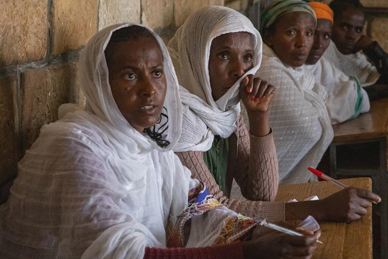 紛争により住居を追われ、エチオピア北部ティグレ州の都市アディグラトに避難している女性たち(写真:国連児童基金=ユニセフ / Zerihun Sewunet)