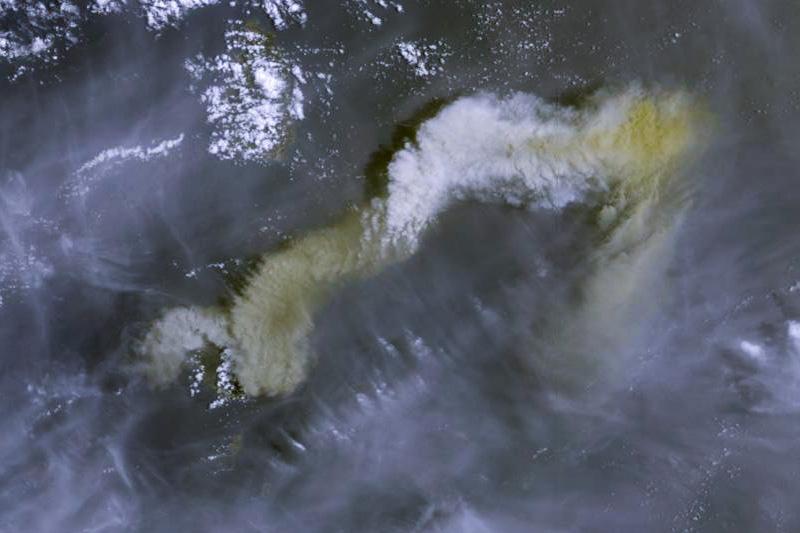 セントビンセント島にあるスフリエール火山の噴火を捉えた衛星写真(写真:Copernicus Open Access Hub)