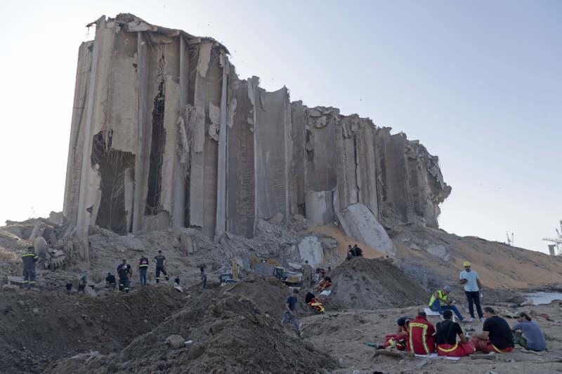 爆心地近くにある穀物用サイロの残骸。レバノン国内の穀物の85パーセントを貯蔵する巨大サイロだったが、深刻な被害を受けた=2020年8月5日(写真:UN Photo/Pasqual Gorriz)