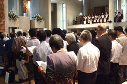 毎年参加者全員で捧げている開催聖餐礼拝。江藤直純校長が「見抜く力、歩み出す勢い」と題して説教した。