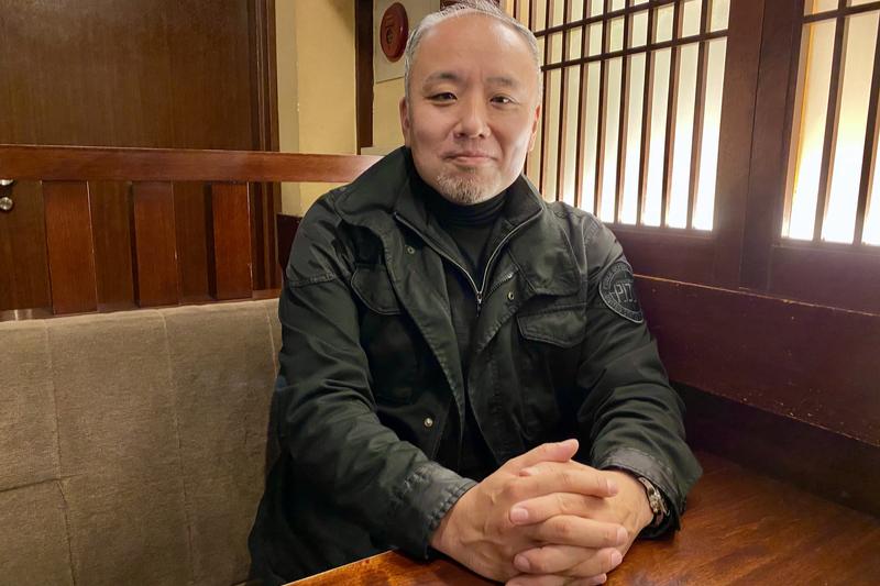 NPO法人「レスキュー・ハブ」代表の坂本新(あらた)さん。大手警備会社に約20年勤務し、その内の約10年は日本大使館の警備などのため海外で過ごした。