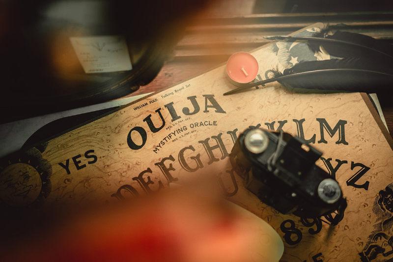 占いなどで使われる文字盤「ウィジャボード」(写真:Josh Olalde)