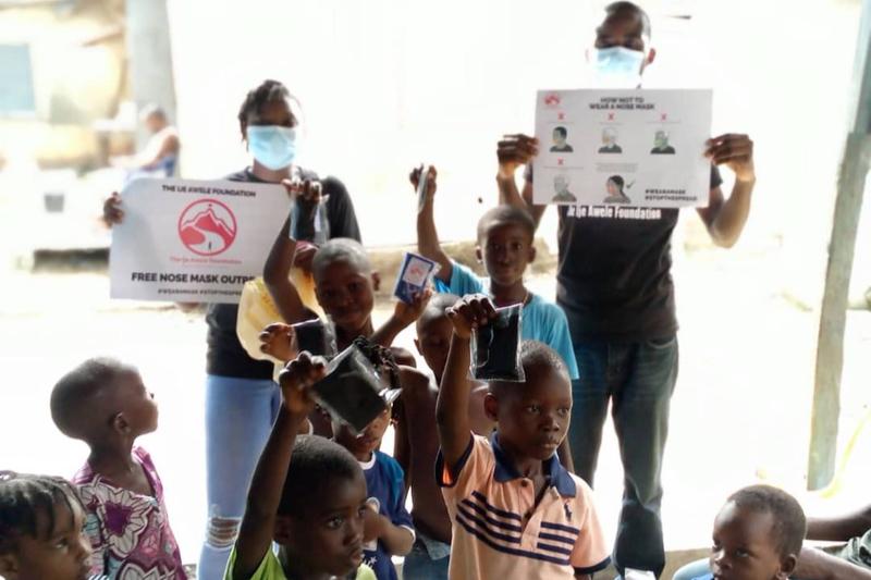 ナイジェリア最大の都市ラゴスで新型コロナウイルス感染症対策のためのプログラムを受ける子どもたち=2020年5月30日(写真:Kennedy2003)