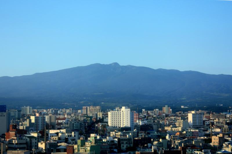 韓国・済州(チェジュ)島の市街地=2010年(写真:J. Patrick Fischer)