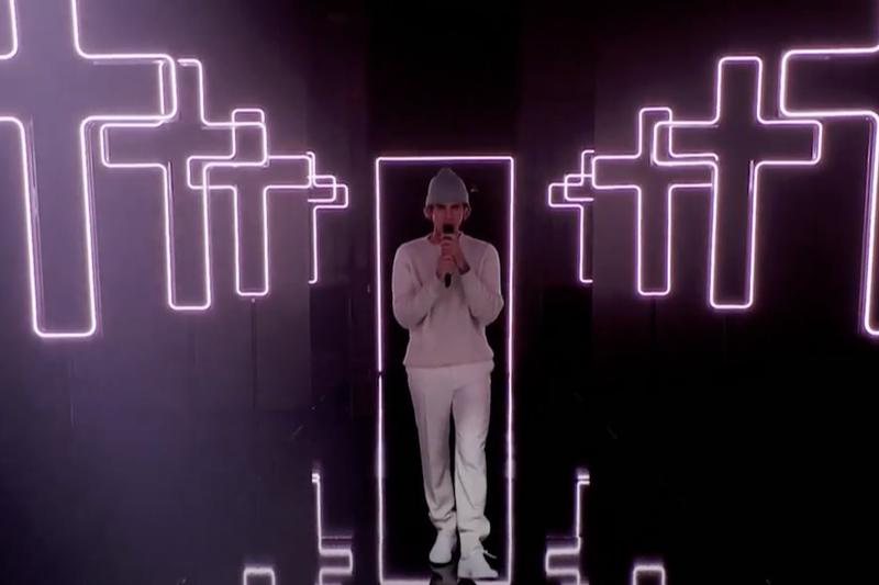 「2020ピープルズ・チョイス・アワード」で「Lonely」と「Holy」を歌うジャスティン・ビーバー=2020年11月15日(画像:E! Red Carpet & Award Shows の動画より)