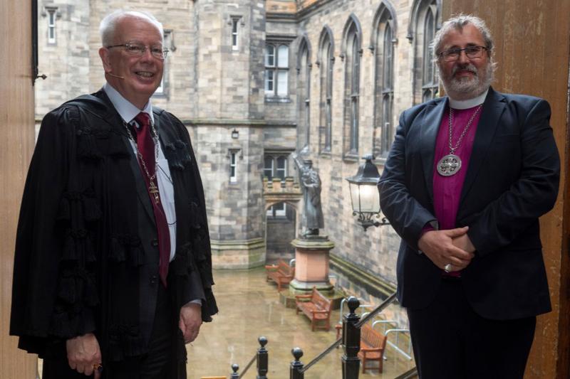 スコットランド国教会議長のジム・ウォレス卿(左)とスコットランド聖公会のマーク・ストレンジ大主教(写真:スコットランド国教会)