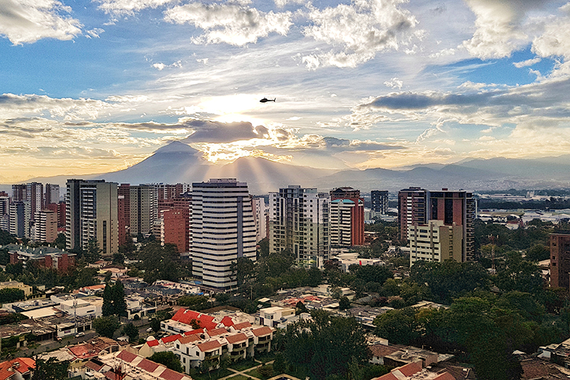 首都グアテマラシティ(写真:Carlosmanuel232)