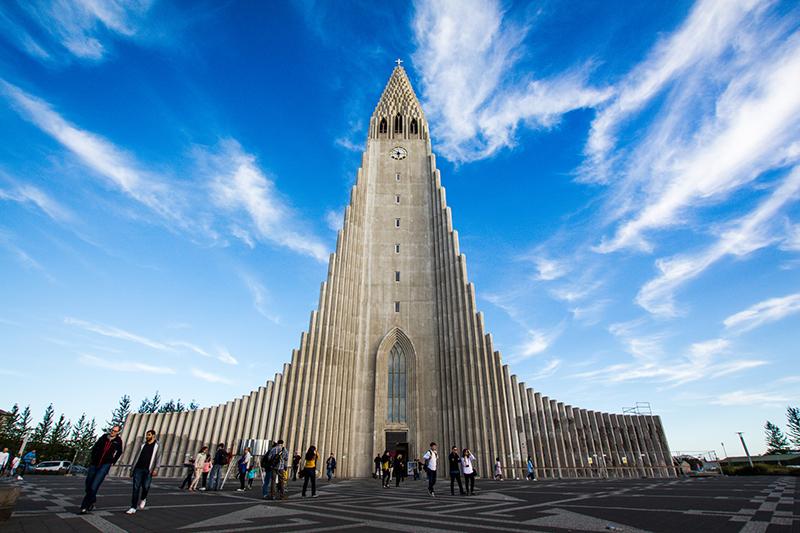アイスランドの首都レイキャビクにあるルーテル派のハットルグリムス教会(写真:Ferdinand Stöhr)