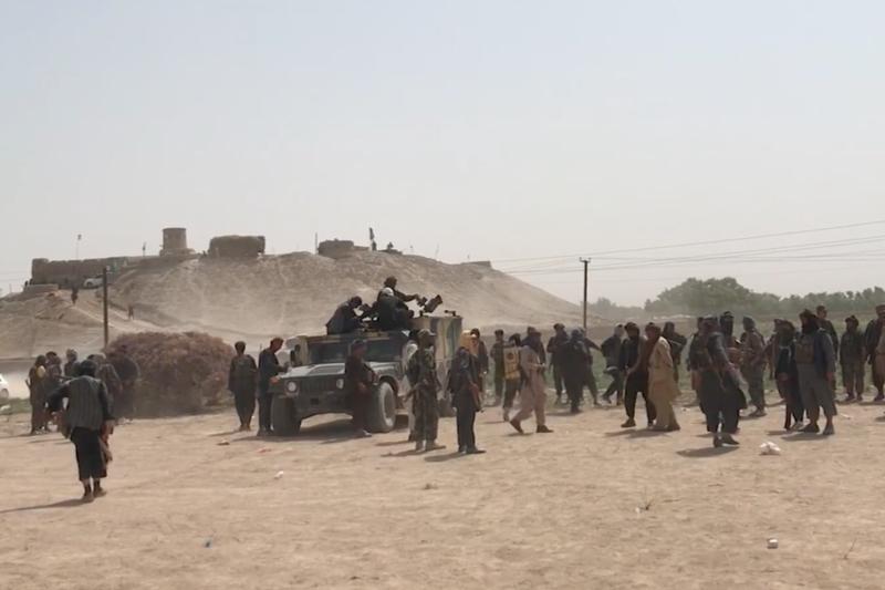 アフガニスタン北部ジョウズジャーン州に集まる民主政権支持派勢力=2021年(写真:ボイス・オブ・アメリカ / Abdulbasir Ilgor)