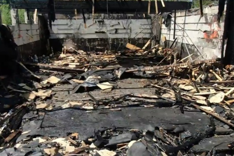 放火によって焼失した聖ジョージ・コプト正教会の内部=7月19日(写真:Rene Beland / Timelapse Digital)<br />