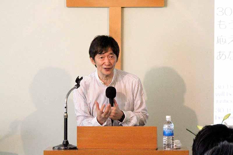 福音のメッセージを伝える大東利章牧師=19日、単立・炎リバイバル教会(東京都足立区)で