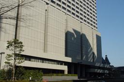 裁判員が参加する裁判は原則として地方裁判所の本庁で行われる。写真は、東京都千代田区にある東京地方裁判所本庁。