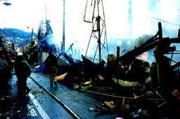 木造家屋の多かった神戸市長田区などでは、特に被害が大きく、家屋の倒壊と共に火災が多数発生した。阪神大震災では死者の約8割に当る5000人近くが、倒壊した木造家屋の下敷きになって即死している。